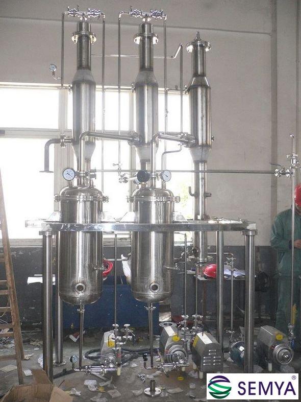 2011年06月04日 作者:圣亚 次 海水淡化即利用海水脱盐生产淡水。是实现水资源利用的开源增量技术,可以增加淡水总量,且不受时空和气候影响,水质好、价格渐趋合理,可以保障沿海居民饮用水和工业锅炉补水等稳定供水。 从海水中取得淡水的过程谓海水淡化。 蒸馏法为海水淡化最直接和常见的方法,珠海格力电器海水淡化实验项目:采用